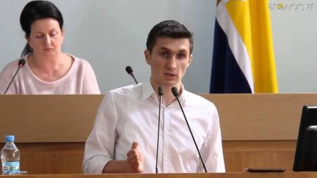 Заступник міського голови зняв у маршрутках незаконні оголошення про пільговиків