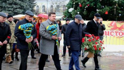 У честь 109-ї річниці Сергія Корольова до його пам'ятника поклали квіти (ФОТО)