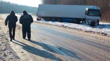 Унаслідок зіткнення з вантажівкою загинув водій легковика