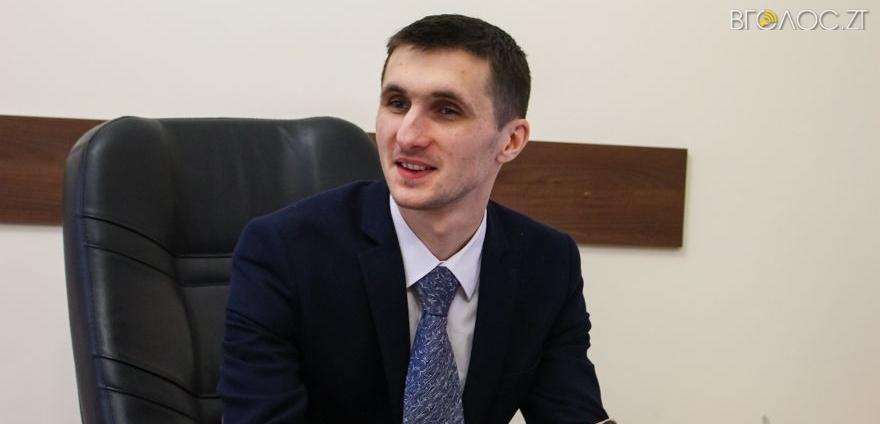 Заступник Сухомлина Ткачук ще місяць отримуватиме зарплату