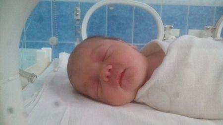 Поліція затримала 32-річну жінку, яка народила немовля та викинула помирати біля сміттєвих баків