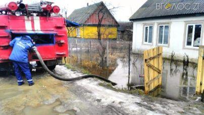 Велика вода: через танення снігу затоплює присадибні ділянки жителів області