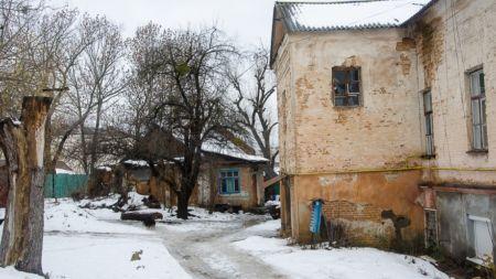 На Старовільській люди живуть у аварійних будинках без води та каналізації (ФОТО+ВІДЕО)