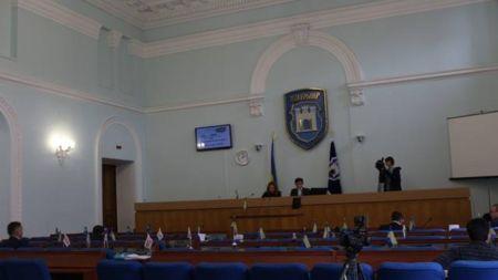 Депутати пішли обідати й не повернулись
