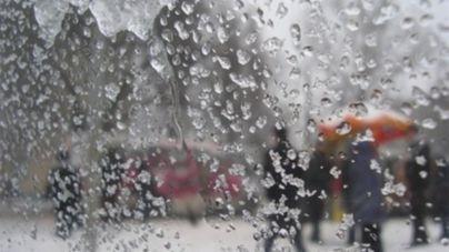 Сьогодні може знадобитися парасолька: у Житомирі очікується сніжно-дощова погода