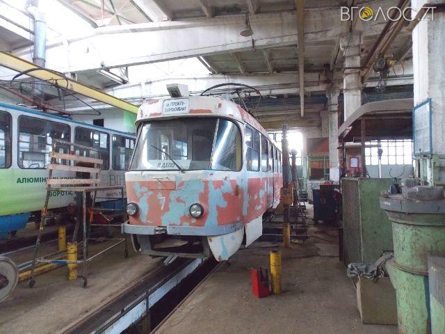 У Житомирі відремонтували унікальний трамвай. Таких в Україні всього три