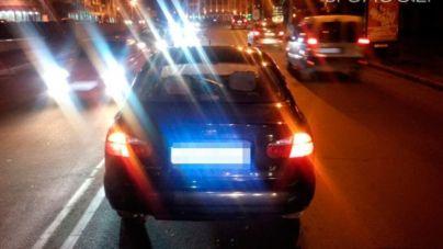Житомирянка переходила дорогу на «червоний» і потрапила під колеса автомобіля (ФОТО)