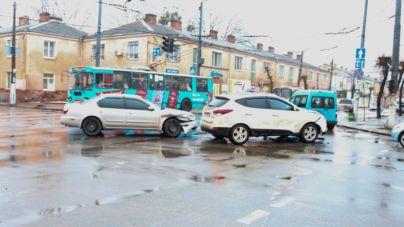У центрі міста зіткнулись Huindai та Nissan