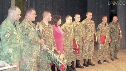 Салют Бердичеву! У райцентрі відзначили найдостойніших людей, серед яких – 13 воїнів АТО (ФОТОРЕПОРТАЖ)