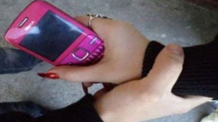 Попросивши закурити, незнайомка силоміць відібрала у житомирянки телефон і 50 гривень