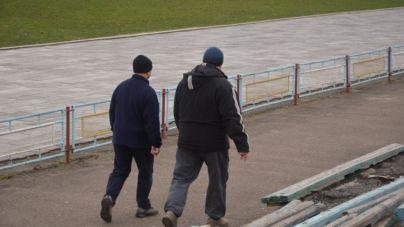 Жителі Крошні вже опановують доріжки тамтешнього стадіону (ФОТО)
