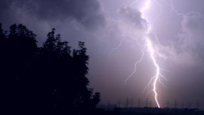 У Житомирському районі чоловіка вдарила блискавка