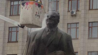 У Житомирі помили пам'ятник Корольову (ФОТО)