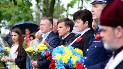 У день пам'яті та примирення влада вшанувала учасників АТО (ФОТО)