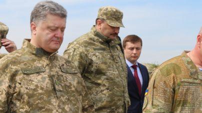 На полігоні під Житомиром президент пообіцяв підняти зарплати сержантам