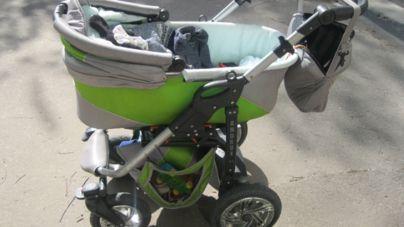 Молода мама тримала боєприпаси у дитячому візочку поряд з 11-місячною дитиною