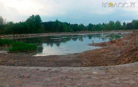 Поліцейські провели обшук на Понінківській фабриці через забруднення річок Случ та Хомора