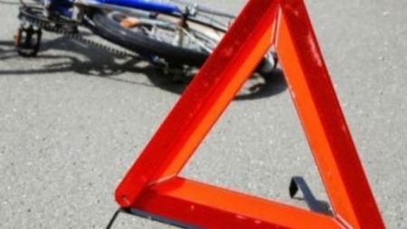 Під колесами автомобілів загинули жінка-велосипедист та водій мопеда