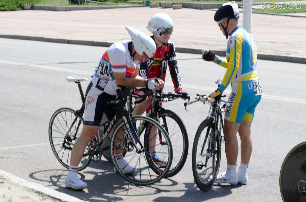 Любителі та ветерани велоспорту змагалися на шосе вулицями Житомира