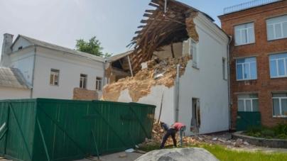 Один із корпусів гімназії №3 почали демонтувати (ФОТО)