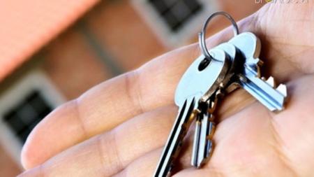 У Новограді-Волинському родині загиблого воїна АТО вручили ключі від квартири