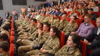 На презентації фільму про Іловайськ глядачі сиділи навіть на сходах