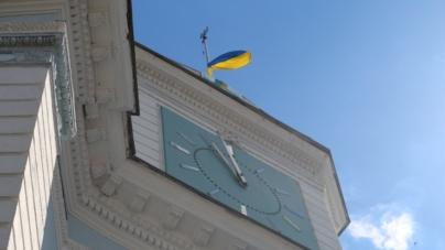 Над Житомирською мерією урочисто підняли державний прапор
