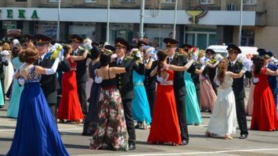 Більше сотні пар кружляли у танці на офіцерському балу (ФОТОРЕПОРТАЖ)