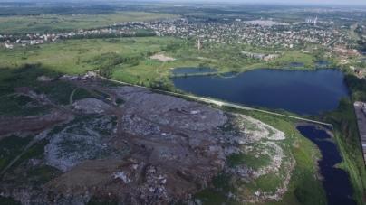 Зйомка з квадрокоптера: у Житомир їдуть львівські фури зі сміттям (ВІДЕО)