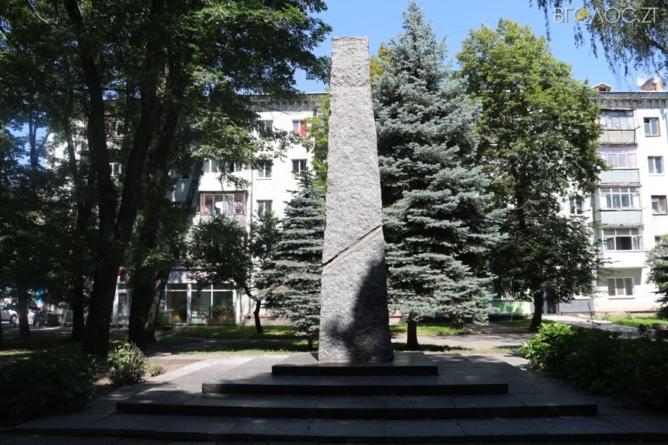 Погруддя Шелушкову та Бородію демонтували, не дивлячись на заборону Сухомлина