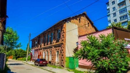 Фотоекскурсія вулицею 1 Травня: поєднання історії та сучасності (ФОТО)