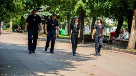 Як поліцейські та журналісти разом патрулювали в парку (ФОТО)