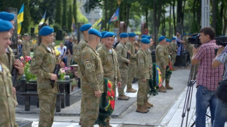 Житомиряни вшанували пам'ять загиблих воїнів АТО у День десантника (ФОТО)