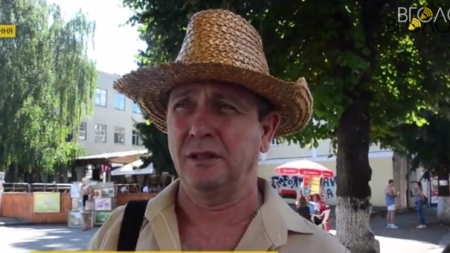 Ми маємо справу з великою скотиною, яку впустили до себе в хату, – житомирянин про анексію Крима (ВІДЕО)