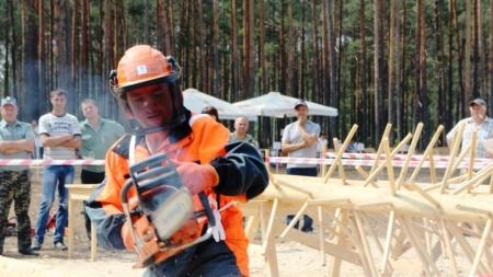 Стало відомо, хто став найкращим лісорубом області (ФОТО)