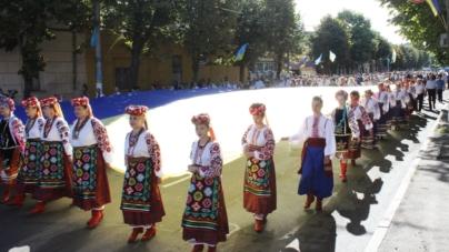 У вишиванках, з рушниками та прапорами житомиряни відзначили річницю Незалежності (ФОТО)