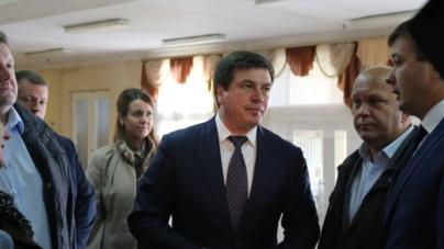"""Геннадій Зубко є власником """"лади-дев'ятки"""" і їздить на """"Мерседесі"""" заводу дружини"""