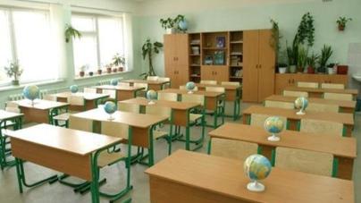 Школярі у семи районах області пішли на канікули