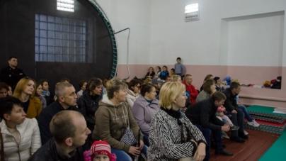 У Новогуйвинському батьки воюють із місцевою владою за спортивну школу (ФОТО, ВІДЕО)