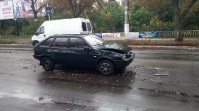 ДТП: одразу 5 автомобілів зіштовхнулися на Вітрука