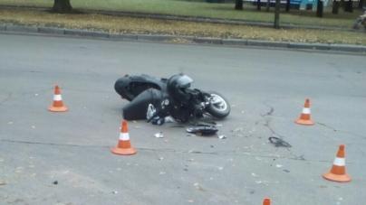 На Польовій водій легковика збив мотоцикліста (ФОТО)