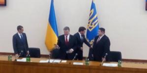 Порошенко вручив посвідчення новому губернатору і подякував колишньому
