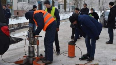 Якість асфальту, який поклали у Житомирі, перевіряє київська фірма