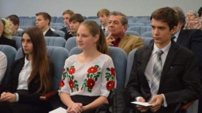 30 учнів та 10 танцівників «Сонечка» отримали стипендії міського голови