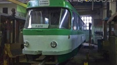 У Житомирі триває ремонт унікального трамваю марки Tatra T4SU
