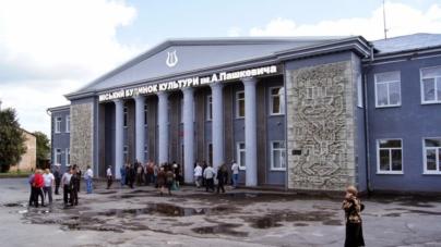 У Баранівці будинку культури дозволили займатися бізнесом