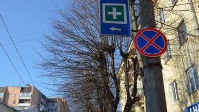 За паркування у забороненому місці автомобілі житомирян забирає евакуатор