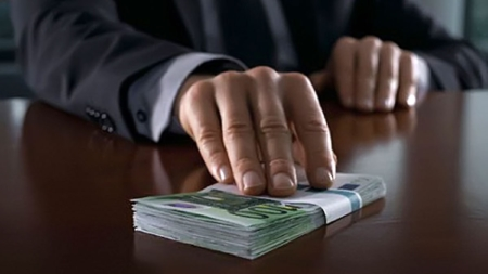 Керівник комунальної установи облради заплатив гроші сам собі
