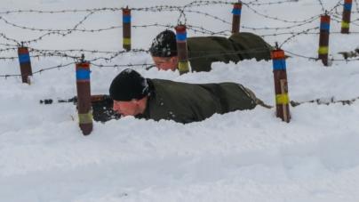 У військовому інституті першокурсників вчать виживати у екстремальних ситуаціях (ФОТО)