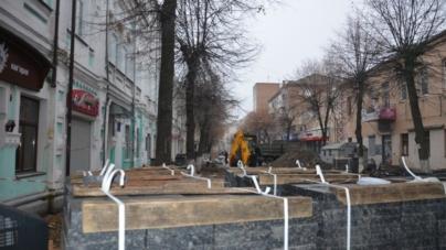 Стало відомо у кого і за скільки купували плитку для вулиці Михайлівської